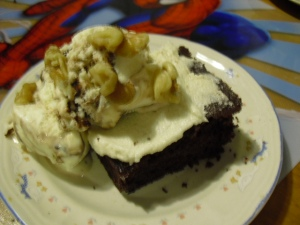 Pastel de chocolate con helado